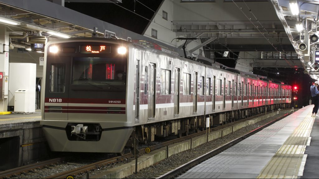 新京成電鉄の車両(夜)